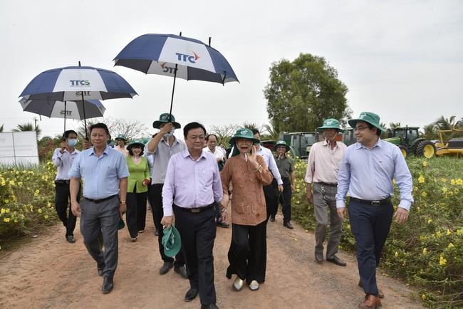 Tân Bộ trưởng Bộ NN&PTNT Lê Minh Hoan đến thăm Nông trường Thành Long tại tỉnh Tây Ninh - Ảnh 1.