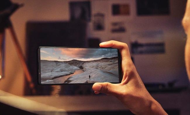 Cận cảnh Sony Xperia 1 Mark III: Siêu phẩm đầu tiên có màn hình 4K HDR, 120Hz, giá bất ngờ - Ảnh 2.