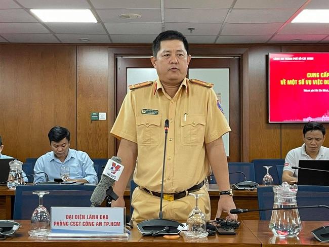 """Công an vừa khởi tố vụ tổ chức đua xe thì """"quái xế"""" lại chặn đường Nguyễn Văn Linh để đua - Ảnh 2."""