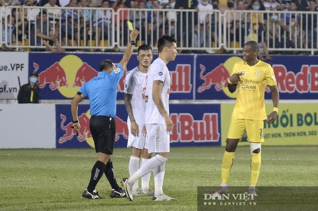 HLV Kiatisuk xoa đầu Công Phượng sau khi giành chiến thắng trước CLB Hà Nội - Ảnh 7.