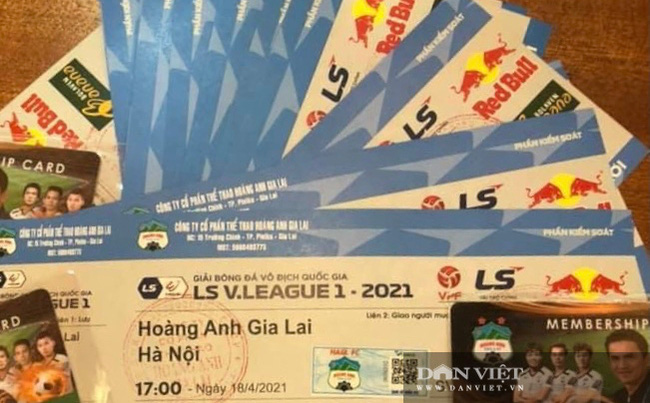 Người dân chen nhau xếp hàng dài cả cây số đội nắng mua vé xem trận HAGL và Hà Nội - Ảnh 7.