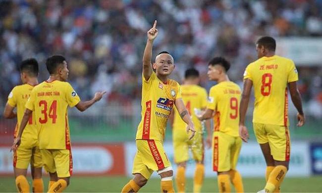 CLB Thanh Hóa vào top 5 V.League 2021, bầu Đoàn thưởng ngay 1 tỷ đồng - Ảnh 1.