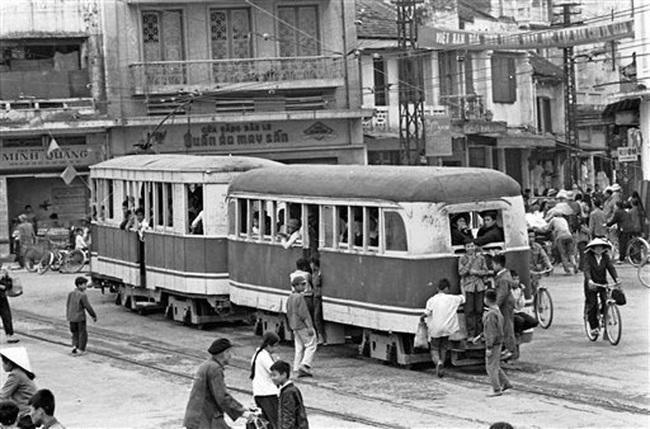 Ảnh để đời những chuyến tàu điện ở Hà Nội năm 1973 - Ảnh 2.