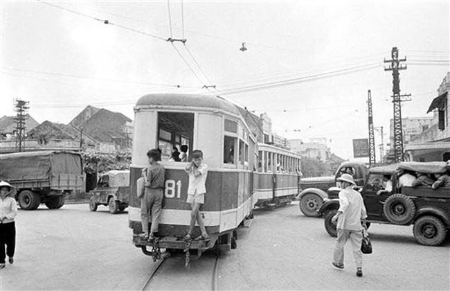 Ảnh để đời những chuyến tàu điện ở Hà Nội năm 1973 - Ảnh 3.