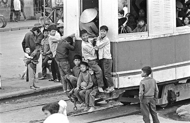 Ảnh để đời những chuyến tàu điện ở Hà Nội năm 1973 - Ảnh 4.