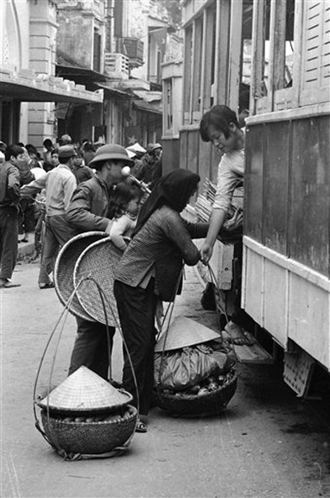 Ảnh để đời những chuyến tàu điện ở Hà Nội năm 1973 - Ảnh 6.