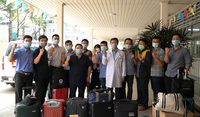 Bệnh viện Chợ Rẫy tăng cường đến Kiên Giang xây 2 bệnh viện dã chiến chống Covid-19 - Ảnh 1.