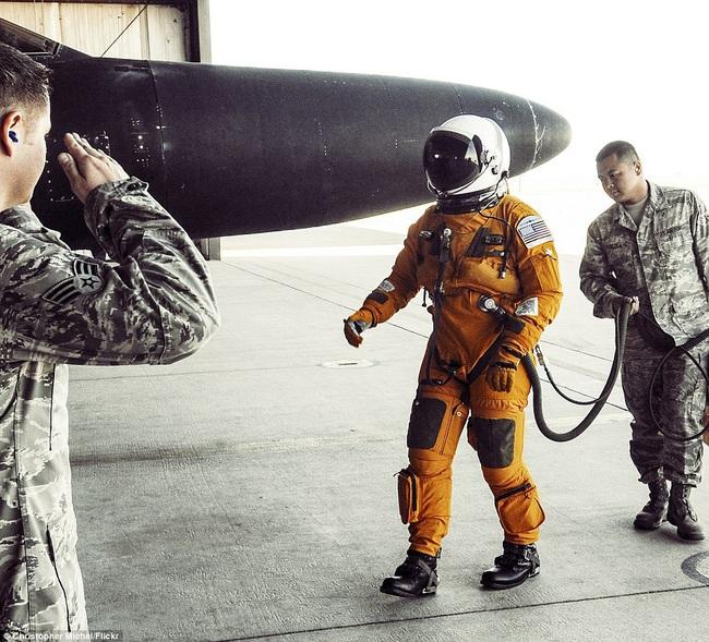 Ở độ cao 24.000 mét, phi công máy bay U-2 của Mỹ nguy hiểm thế nào? - Ảnh 9.