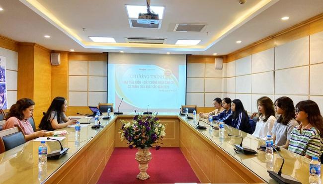 Báo NTNN/Điện tử Dân Việt: Trao giấy khen cho các cộng tác viên thiện nguyện có thành tích nổi bật - Ảnh 1.