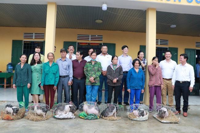 Tặng con giống, trang thiết bị trị giá 565 triệu đồng cho dân vùng lũ TT-Huế và Quảng Trị  - Ảnh 1.