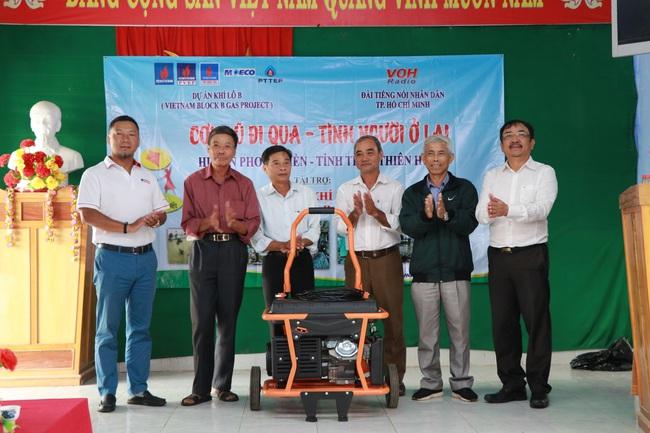Tặng con giống, trang thiết bị trị giá 565 triệu đồng cho dân vùng lũ TT-Huế và Quảng Trị  - Ảnh 2.