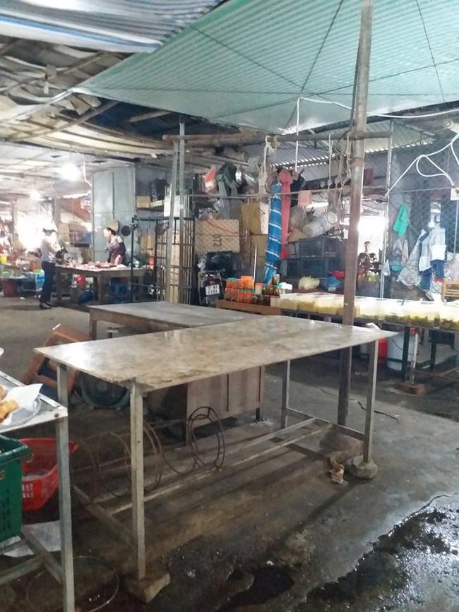 Nghệ An: Thịt lợn, bò vắng khách nhiều tiểu thương 'treo quầy' nghỉ chợ, thủy hải sản lên ngôi   - Ảnh 2.