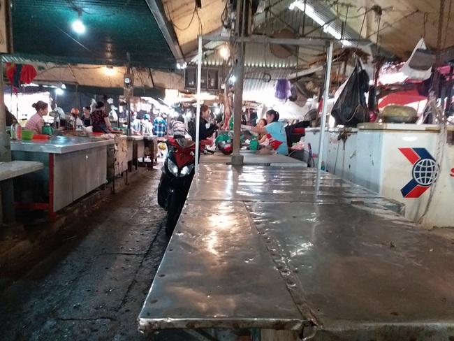 Nghệ An: Thịt lợn, bò vắng khách nhiều tiểu thương 'treo quầy' nghỉ chợ, thủy hải sản lên ngôi   - Ảnh 3.