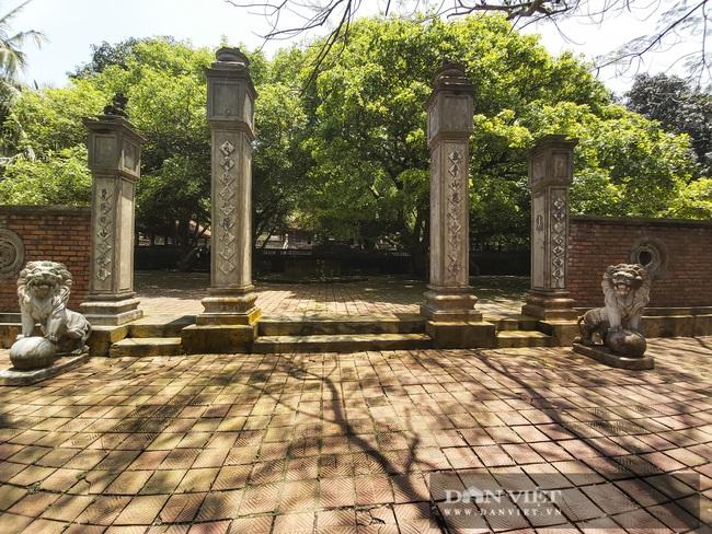 Nghệ An: Ngỡ ngàng trước vẻ đẹp của ngôi chùa cổ 800 năm tuổi nằm trên một hòn đảo ở Cửa Lò - Ảnh 2.