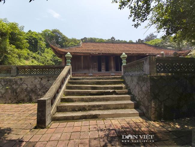 Nghệ An: Ngỡ ngàng trước vẻ đẹp của ngôi chùa cổ 800 năm tuổi nằm trên một hòn đảo ở Cửa Lò - Ảnh 5.