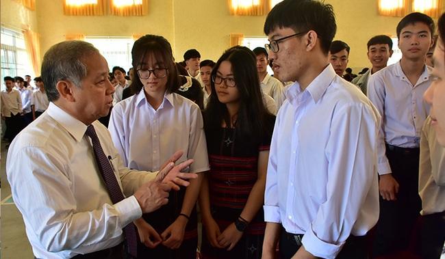 Chủ tịch TT-Huế nói chuyện với học sinh, giáo viên về việc xây dựng trường học hạnh phúc  - Ảnh 1.