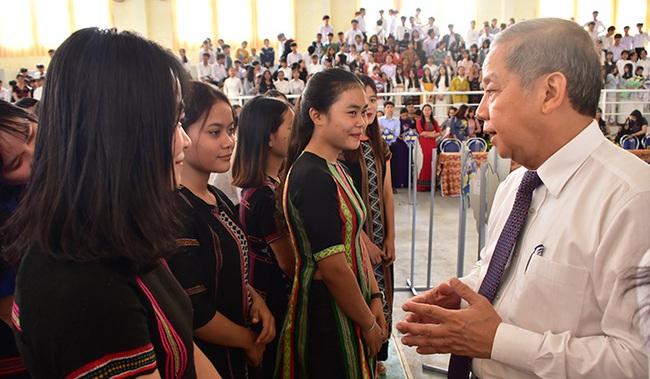 Chủ tịch TT-Huế nói chuyện với học sinh, giáo viên về việc xây dựng trường học hạnh phúc  - Ảnh 2.