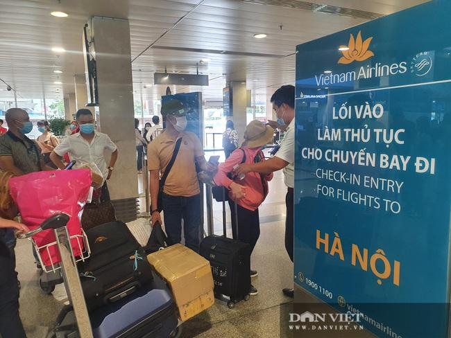 ẢNH: Cảnh đối lập ở sân bay Tân Sơn Nhất sáng Giỗ tổ Hùng Vương  - Ảnh 10.