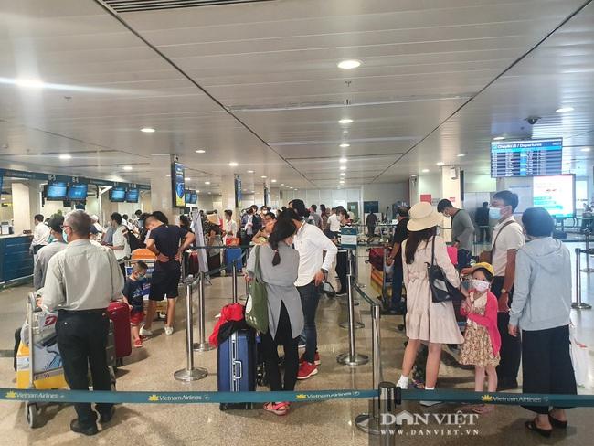 ẢNH: Cảnh đối lập ở sân bay Tân Sơn Nhất sáng Giỗ tổ Hùng Vương  - Ảnh 5.