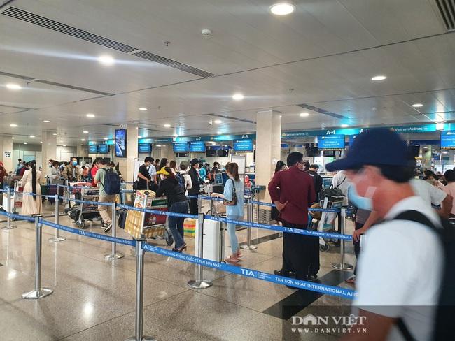 ẢNH: Cảnh đối lập ở sân bay Tân Sơn Nhất sáng Giỗ tổ Hùng Vương  - Ảnh 8.