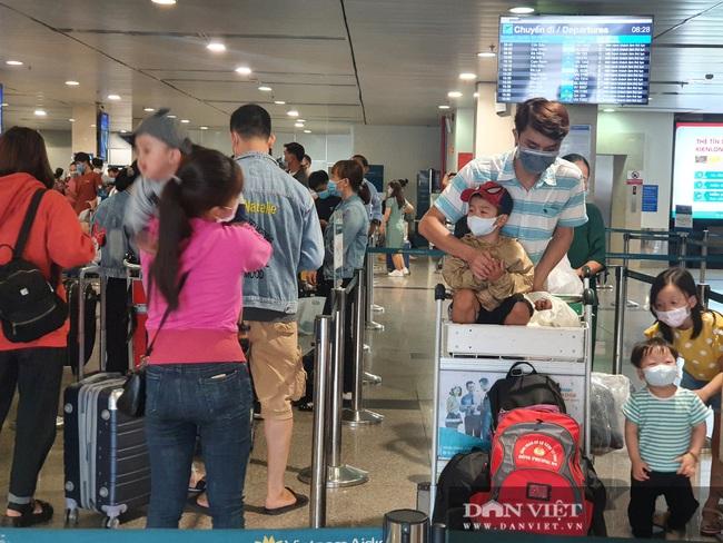 ẢNH: Cảnh đối lập ở sân bay Tân Sơn Nhất sáng Giỗ tổ Hùng Vương  - Ảnh 4.