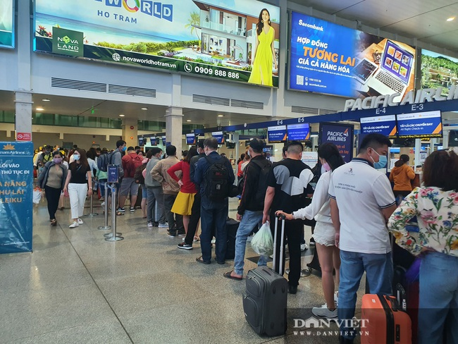 ẢNH: Cảnh đối lập ở sân bay Tân Sơn Nhất sáng Giỗ tổ Hùng Vương  - Ảnh 7.