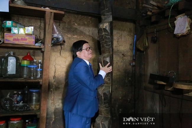 Ông Thào Xuân Sùng trèo đèo, lội suối chia sẻ cách nuôi gà với bà con huyện Phong Thổ (Lai Châu) - Ảnh 4.