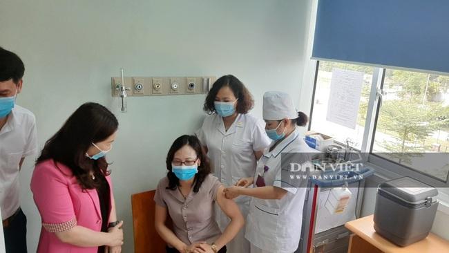 Yên Bái: Triển khai tiêm vắc xin Covid-19 cho cán bộ, nhân viên y tế tuyến đầu - Ảnh 1.