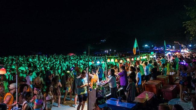 """Trải nghiệm độc đáo với các """"bãi biển tiệc tùng"""" nổi tiếng nhất Á - Âu - Ảnh 10."""