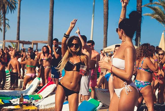 """Trải nghiệm độc đáo với các """"bãi biển tiệc tùng"""" nổi tiếng nhất Á - Âu - Ảnh 4."""