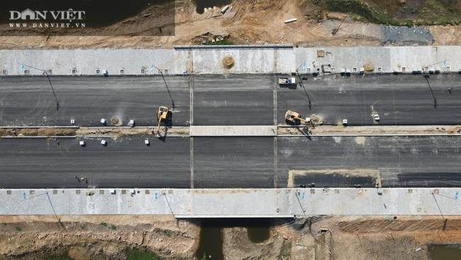 Cận cảnh tuyến đường ven biển hơn 1.400 tỷ ở Sầm Sơn đang gấp rút hoàn thiện - Ảnh 3.