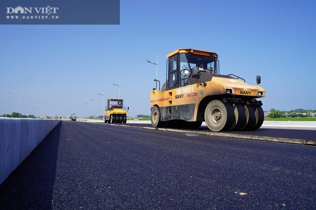 Cận cảnh tuyến đường ven biển hơn 1.400 tỷ ở Sầm Sơn đang gấp rút hoàn thiện - Ảnh 6.