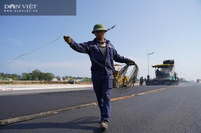 Cận cảnh tuyến đường ven biển hơn 1.400 tỷ ở Sầm Sơn đang gấp rút hoàn thiện - Ảnh 7.