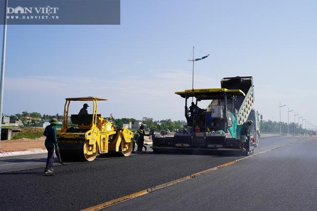 Cận cảnh tuyến đường ven biển hơn 1.400 tỷ ở Sầm Sơn đang gấp rút hoàn thiện - Ảnh 8.
