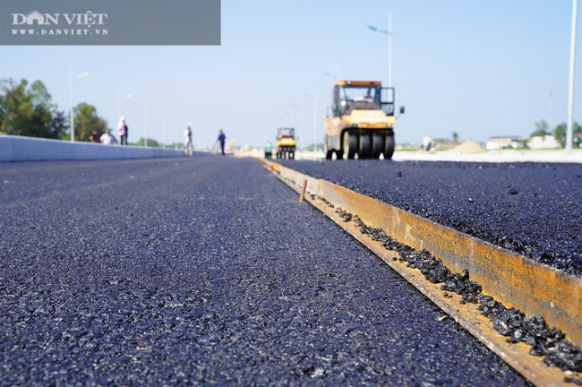 Cận cảnh tuyến đường ven biển hơn 1.400 tỷ ở Sầm Sơn đang gấp rút hoàn thiện - Ảnh 9.