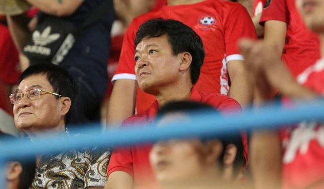 Chủ tịch Văn Trần Hoàn theo dõi trận đấu ở Cúp QG.