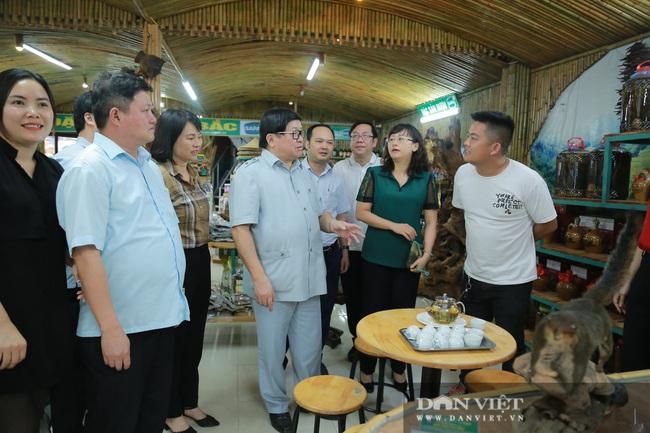 Đồng chí Thào Xuân Sùng: Đánh giá cao mô hình trồng hoa hồng của xã Sìn Hồ - Ảnh 9.