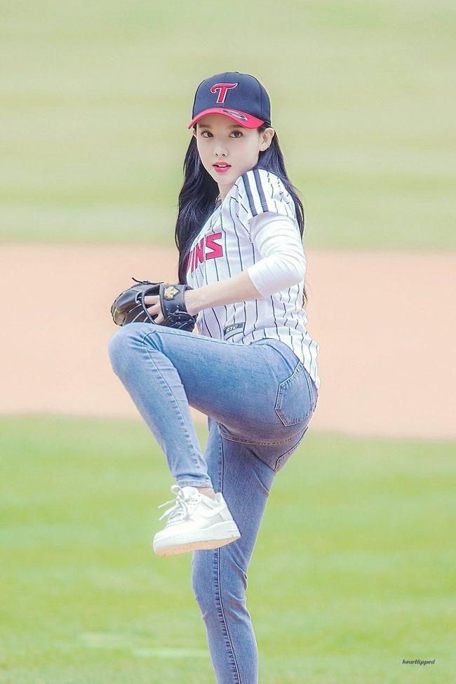 """Hàn Quốc """"chơi chiêu"""", dùng gái xinh để kích cầu môn bóng chày - Ảnh 7."""