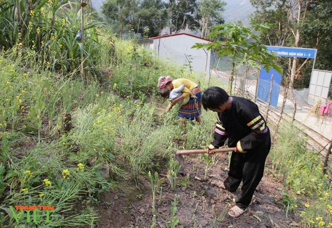 Anh nông dân nghèo tự nguyện hiến đất xây điểm trường - Ảnh 3.