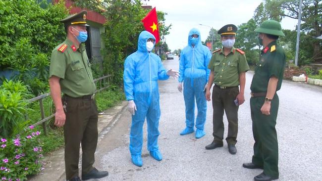 """Hà Nam: Đình chỉ Giám đốc Trung tâm Y tế huyện có ca """"siêu lây nhiễm"""" - Ảnh 1."""