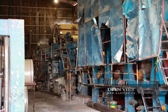 Kinh hãi bên trong nhà máy sản xuất giấy vừa bị đình chỉ ở Phong Khê - Ảnh 2.