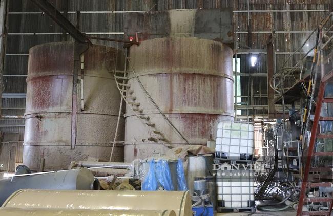 Kinh hãi bên trong nhà máy sản xuất giấy vừa bị đình chỉ ở Phong Khê - Ảnh 4.