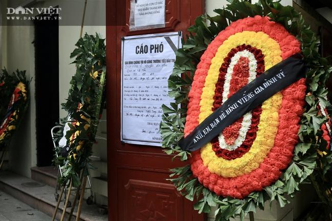 Vụ cháy 4 người tử vong ở Hà Nội: Người thân khóc nấc, cô giáo lặng tiễn học sinh  - Ảnh 4.