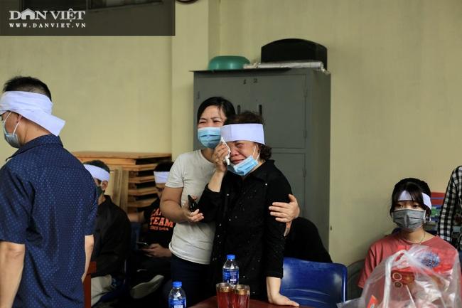 Vụ cháy 4 người tử vong ở Hà Nội: Người thân khóc nấc, cô giáo lặng tiễn học sinh  - Ảnh 5.