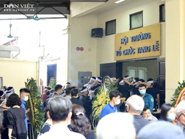 Vụ cháy 4 người tử vong ở Hà Nội: Người thân khóc nấc, cô giáo lặng tiễn học sinh  - Ảnh 9.