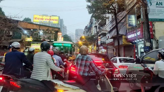 """Đô thị """"ngột thở"""": Hạ tầng giao thông """"đua"""" không kịp chung cư - Ảnh 2."""