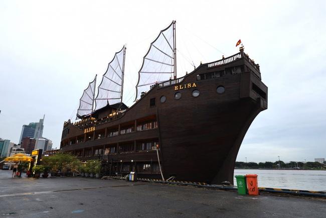 TP.HCM: Yêu cầu di dời tàu nhà hàng Elisa tại bến Bạch Đằng - Ảnh 1.