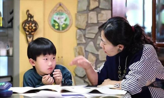 Bố mẹ là giảng viên sững sờ khi con học kém, nguyên nhân lại ở cách dạy sai lầm - Ảnh 1.
