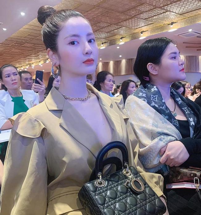 Đây! Lý do bạn gái tin đồn của Quang Hải dáng đẹp như hoa hậu - Ảnh 6.