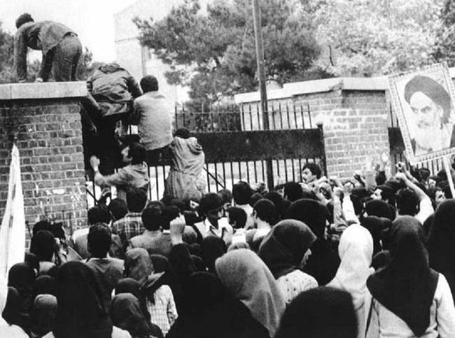 """Từ chỗ """"thân thiết"""", vì sao Mỹ và Iran """"từ mặt nhau"""", căng thẳng suốt hơn 40 năm qua - Ảnh 8."""